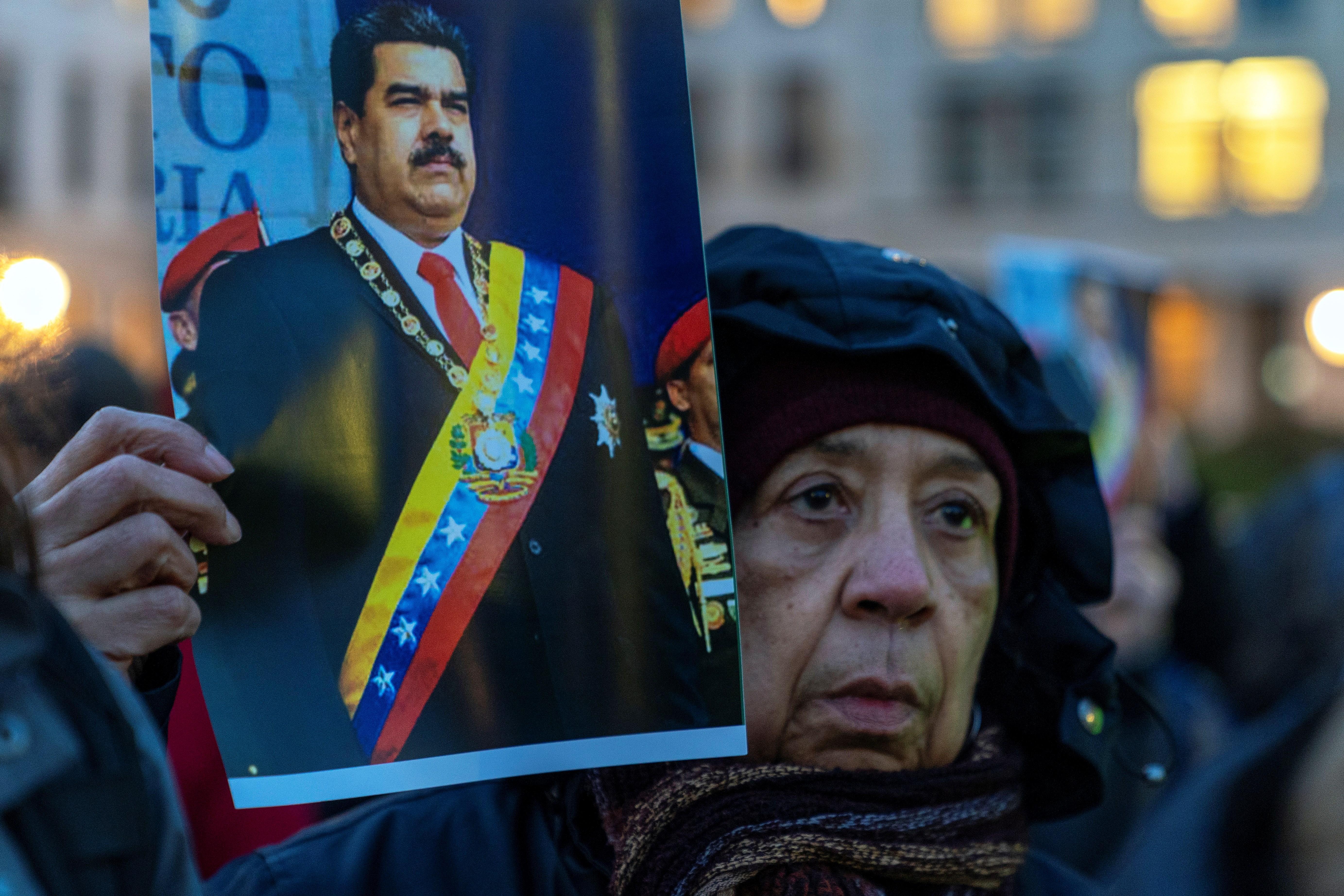 Manifestantes a favor de Maduro (Foto EFE)