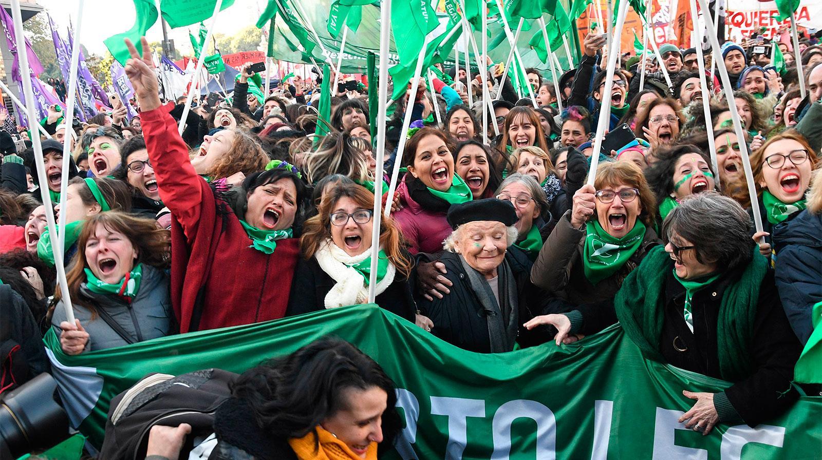 Movimiento de mujeres en una movilización que pedía por la legalización del aborto.