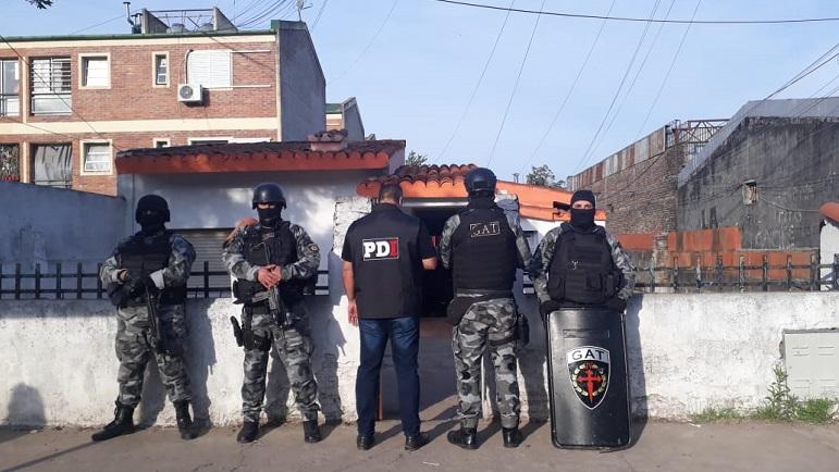 Los allanamientos en Rosario arrojaron dos detenidos por entraderas.