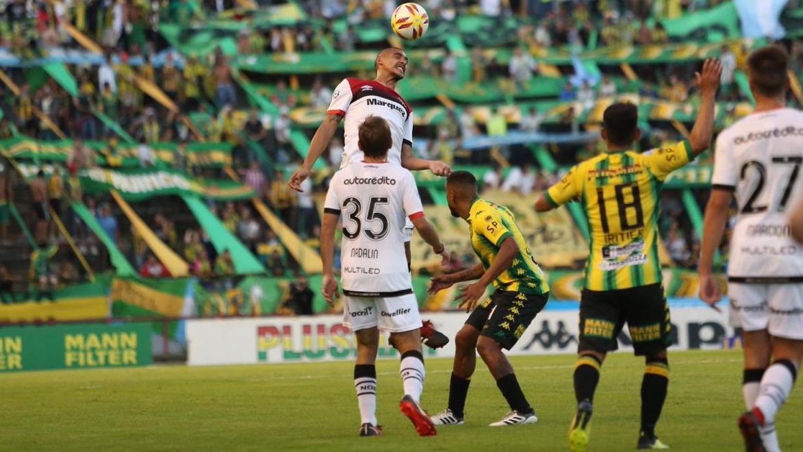 Paredes tuvo el empate pero se lo perdió sobre la línea. (Foto: NOB)