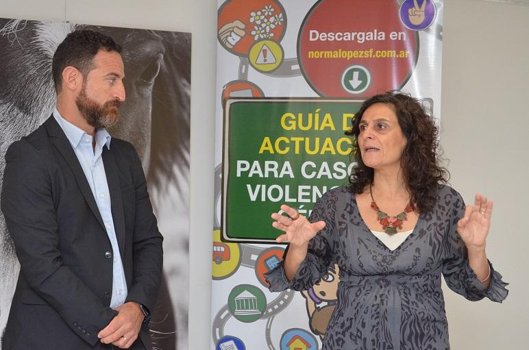 Norma López en la presentación del informe, junto a su compañero de bloque, Roberto Sukerman.