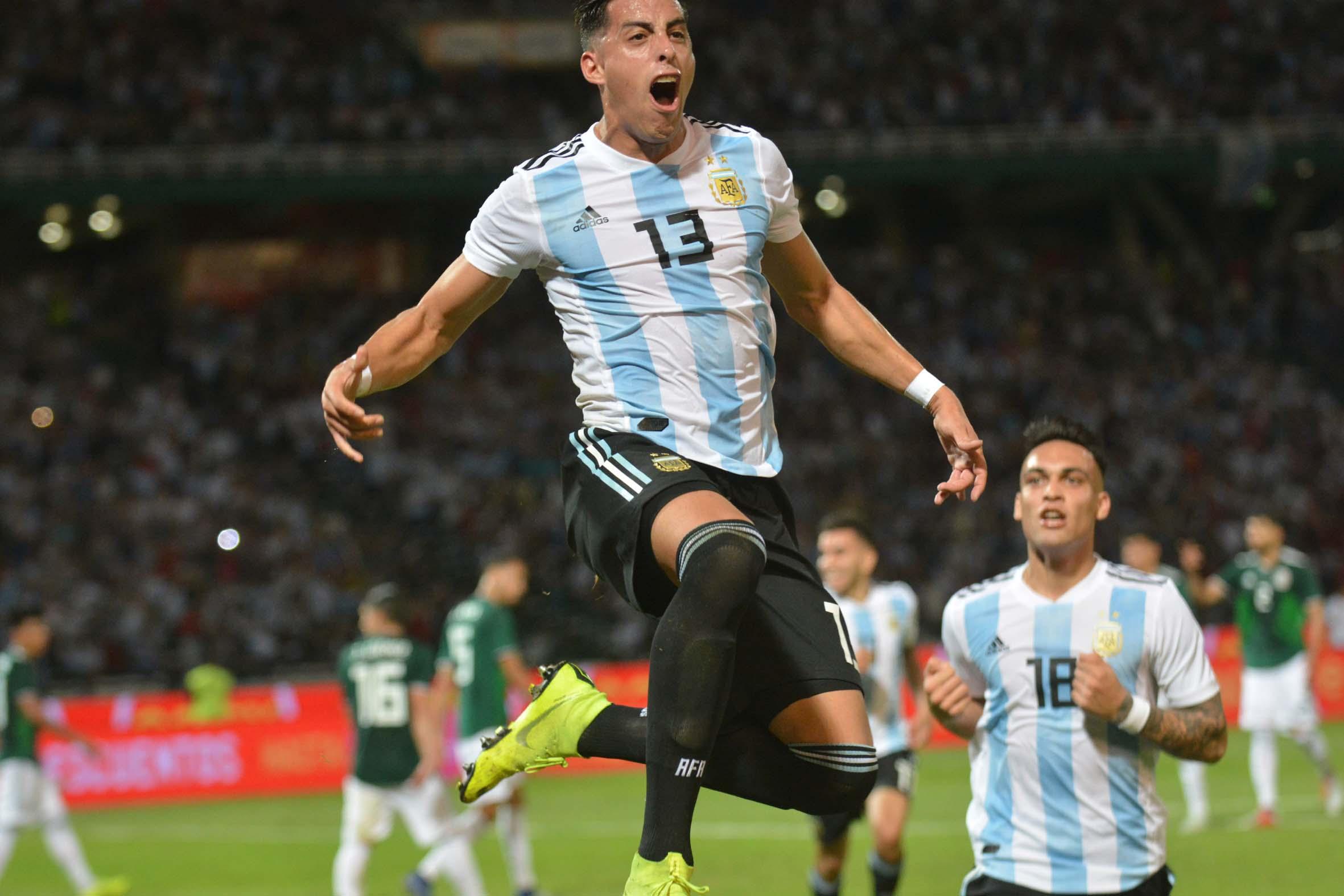Funes Mori festeja el primer gol
