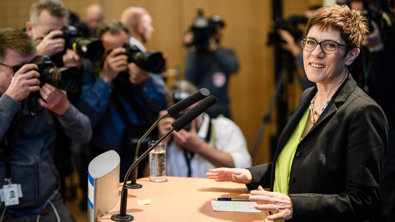 Annegret Kramp-Karrenbauer, posible sucesora de Merkel