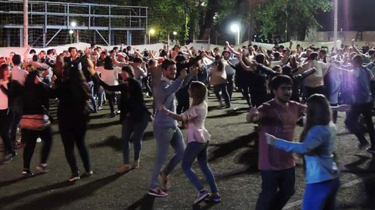 El baile y la música arrancan a las 20.30 en Casilda Club.
