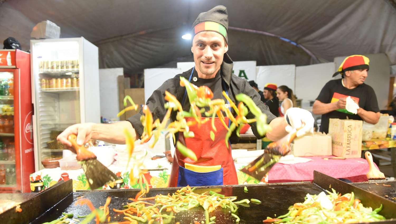 Música y buena comida, combinación perfecta en la tradicional fiesta rosarina.