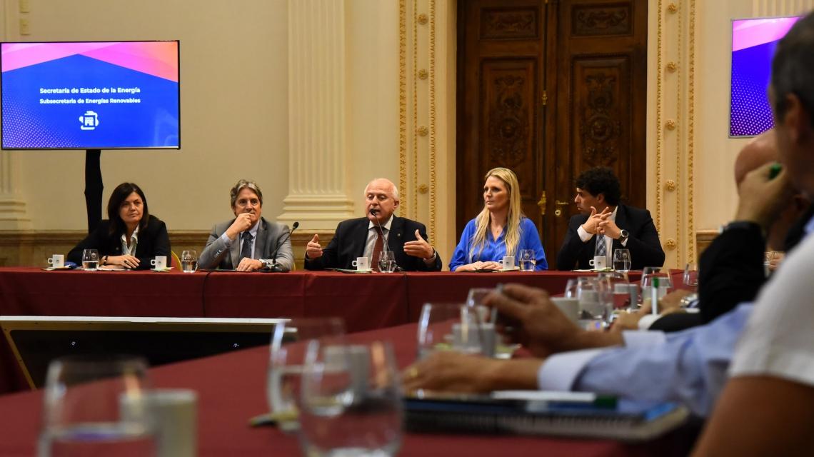 El gobernador durante la presentación de la Mesa