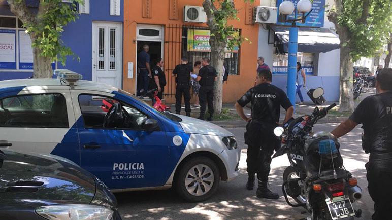 El hecho ocurrió en las afueras de un local de Yrigoyen casi esquina Sarmiento.