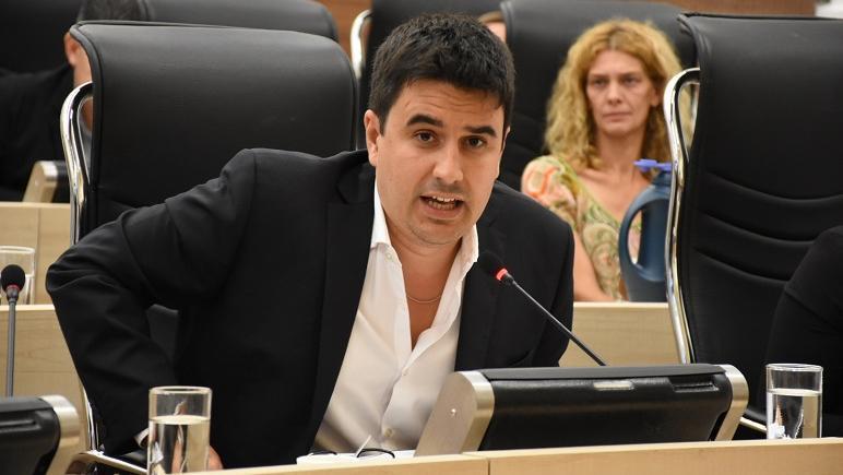 Toniolli es el autor de la iniciativa de gravar más al sector financiero.