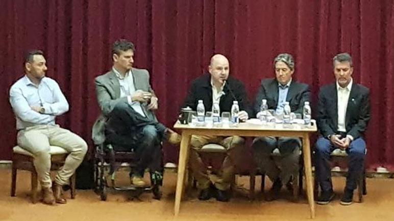 Daniel Quacquarini y las autoridades de Santa Fe presentes en Pujato.