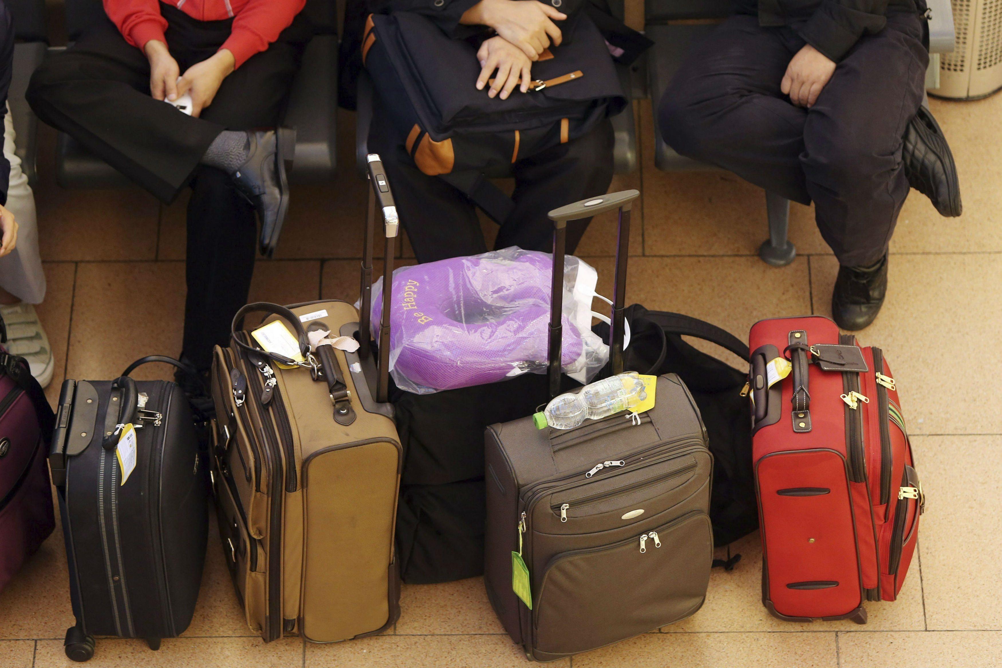 Los maleteros no perciben un sueldo en la Terminal.