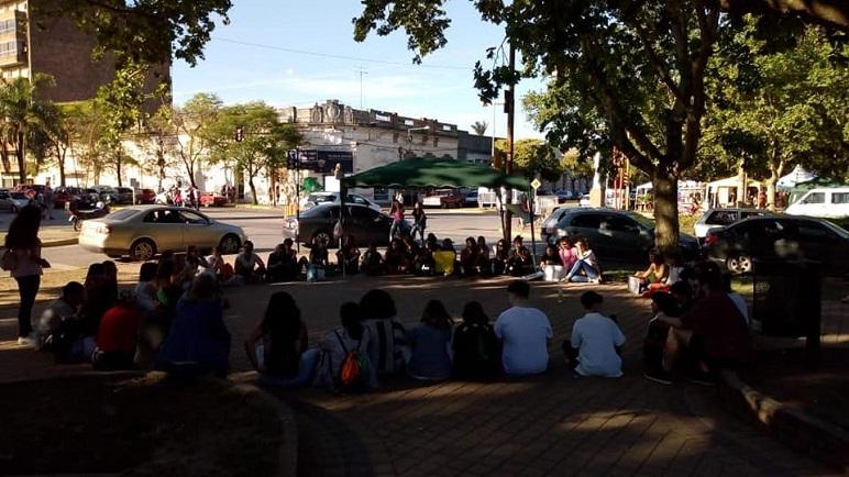 Los manifestantes casildenses se reunieron este domingo en Casilda.