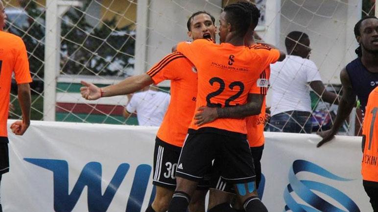 El dueño del gol. Pablo Marisi marcó el empate transitorio para Cibao.
