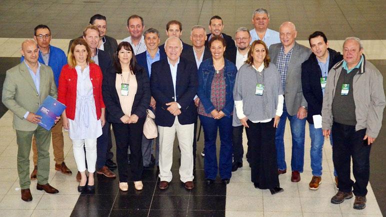 Ruani, detrás del Gobernador Lifschitz, y el resto de los dirigentes socialistas.