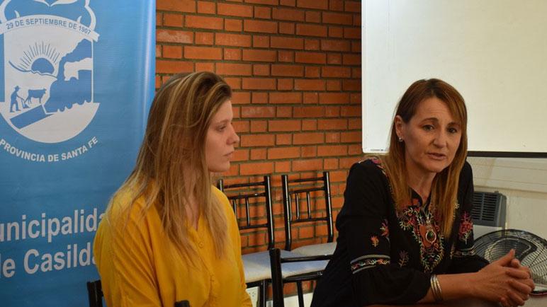 María Damaris Vitali y Patricia Ferraretto presentaron el ciclo de charlas.