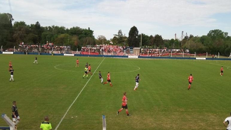 Belgrano y Atlético Pujato terminaron su duelo a mano.