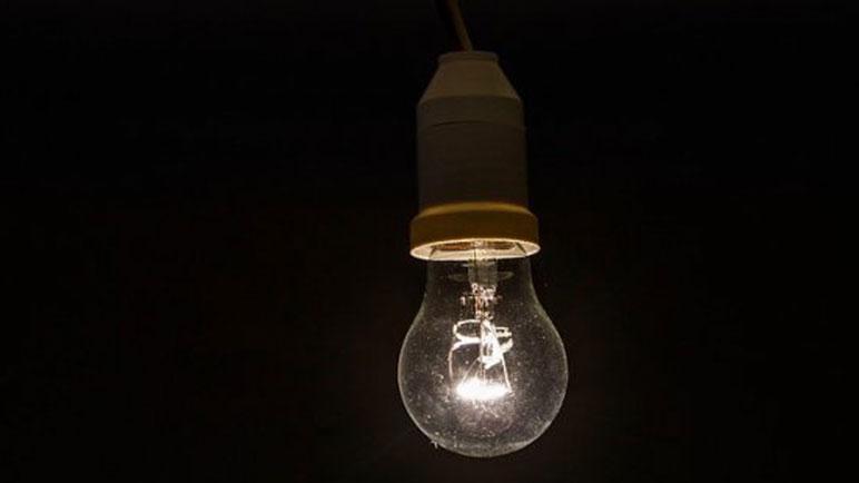 La luz se restableció por completo cuando comenzó a caer la noche.