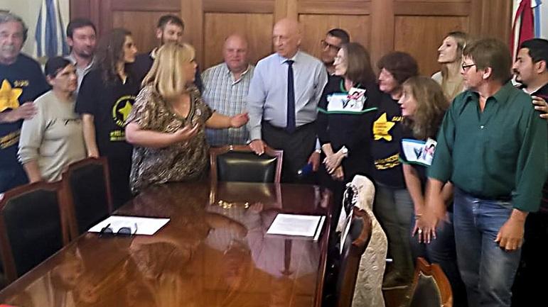 Las integrantes de Prohibido Olvidar se reunieron con Antonio Bonfatti.