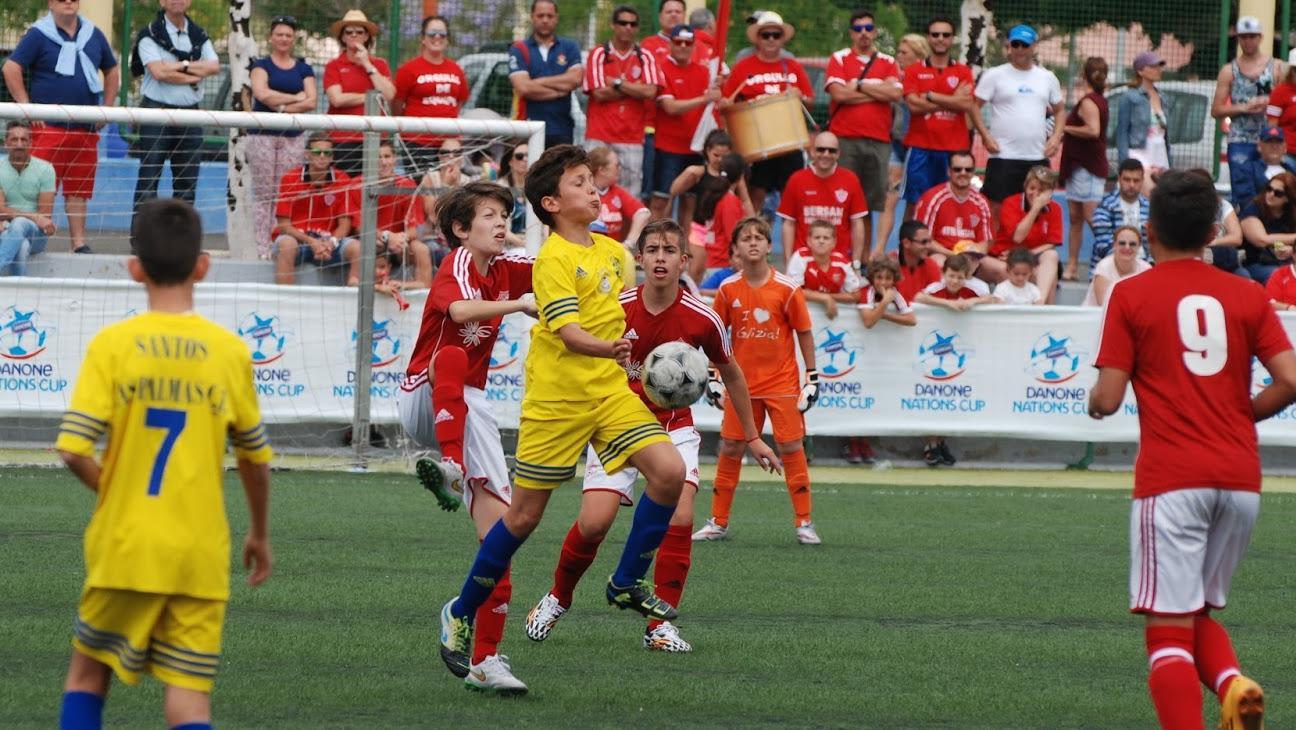 La eterna dicotomía del fútbol infantil: competencia o formación.
