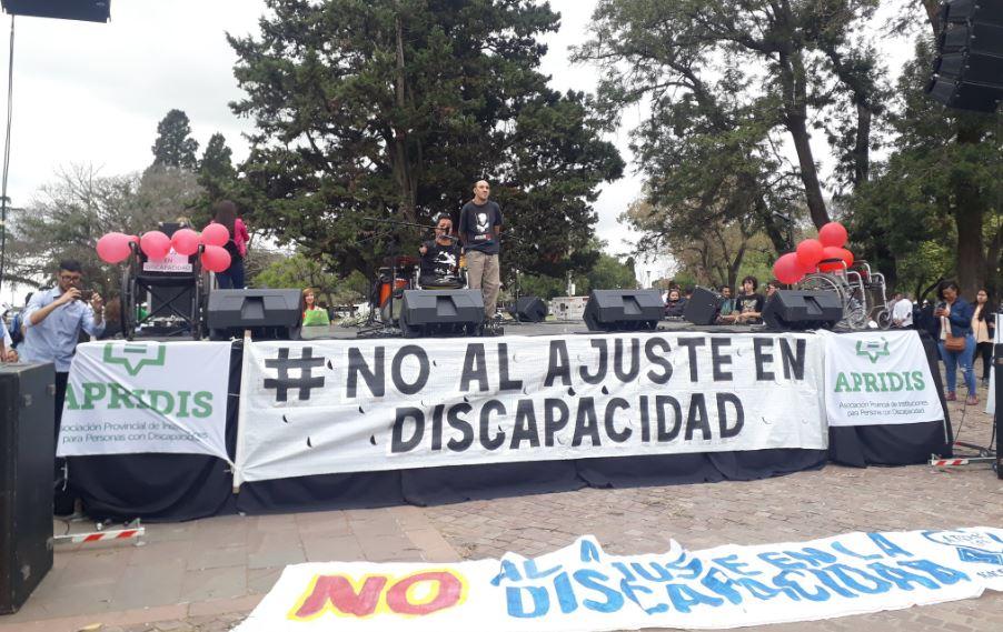 Los afectados habían expuesto su reclamo el miércoles en el Monumento. (Rosarioplus)