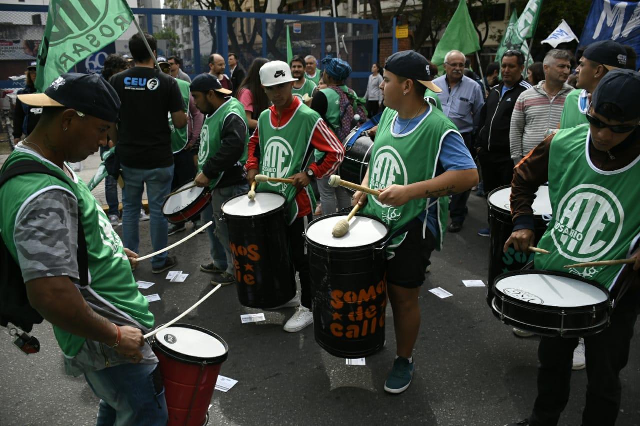 Sindicatos, estudiantes y organizaciones sociales marcharon contra el ajuste.