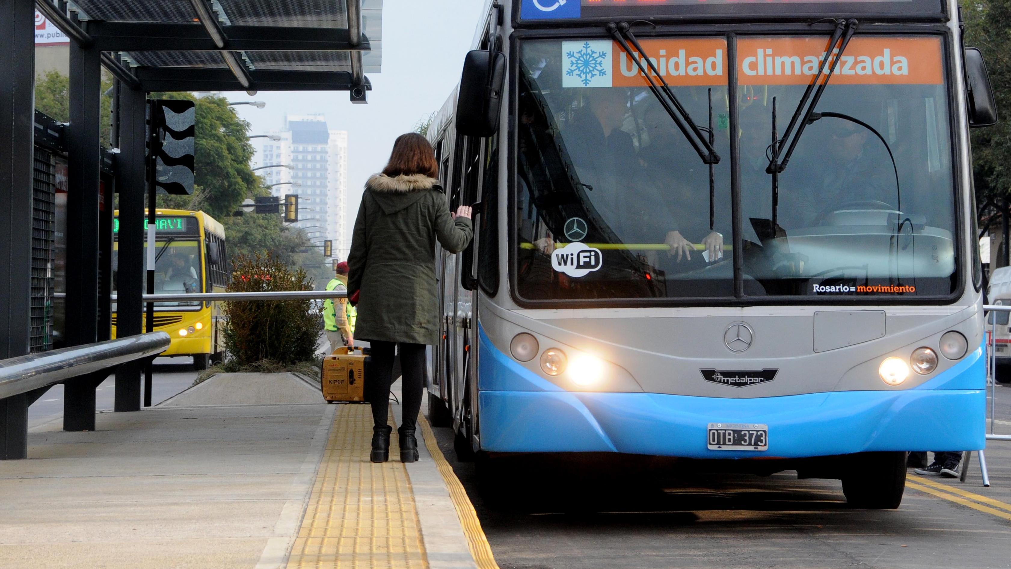 ¿Hay o no transporte urbano este lunes?