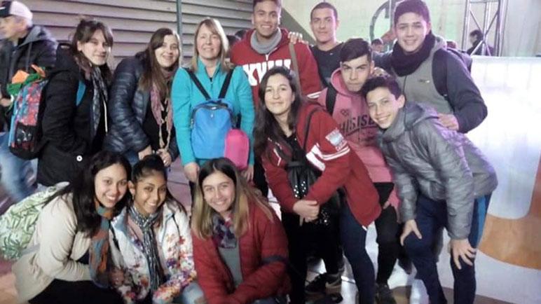 Un grupo de jóvenes de los que fue premiado, de la Escuela Manuel Leiva.