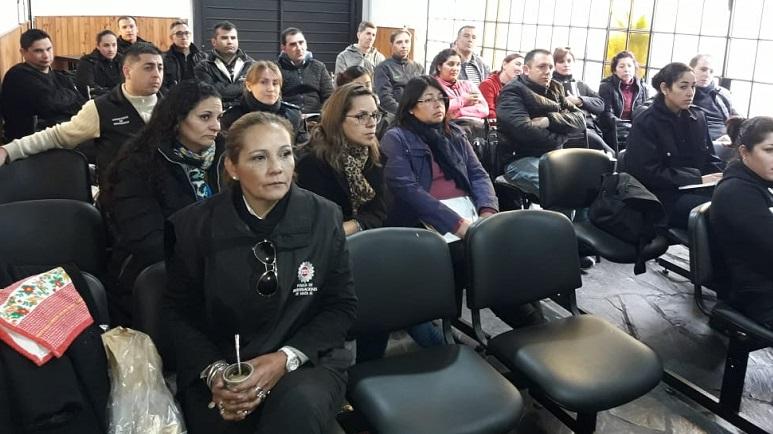 La PDI-Rosario estuvo brindando un curso teórico y práctico.