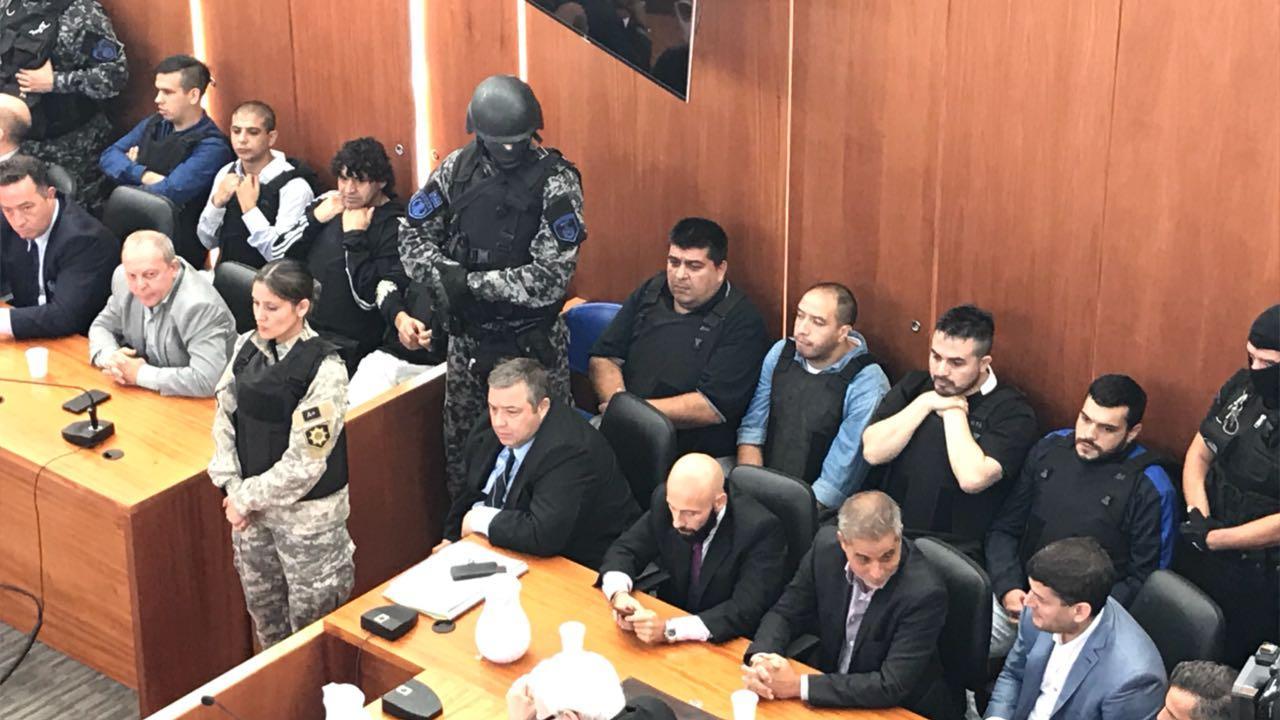 Los acusados, durante la lectura del fallo judicial. (Juan José García)