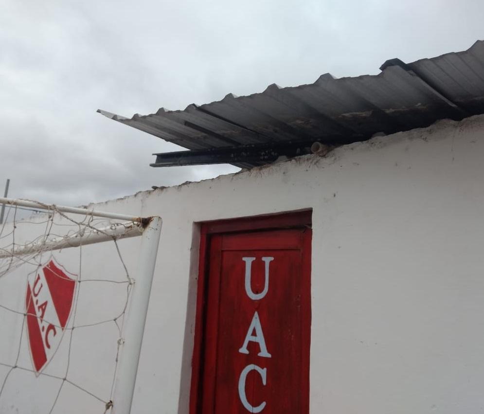 El club Unidos tuvo destrozos por el viento.