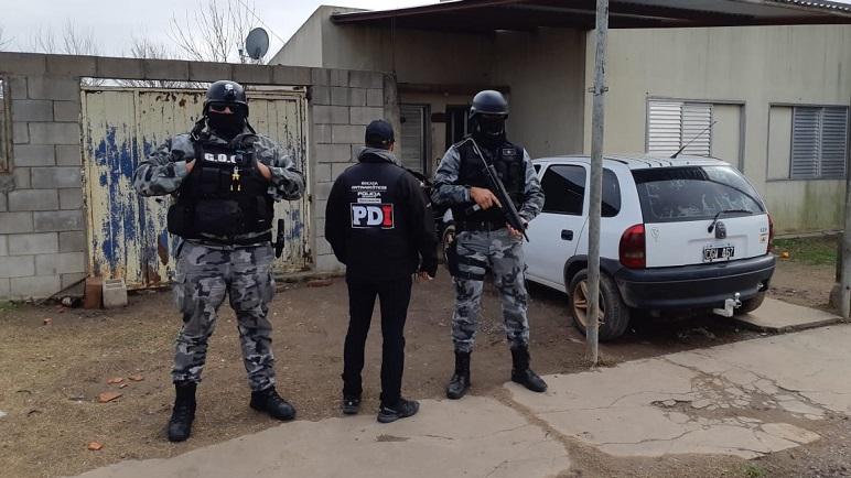 Los uniformados secuestraron marihuana y cocaína.