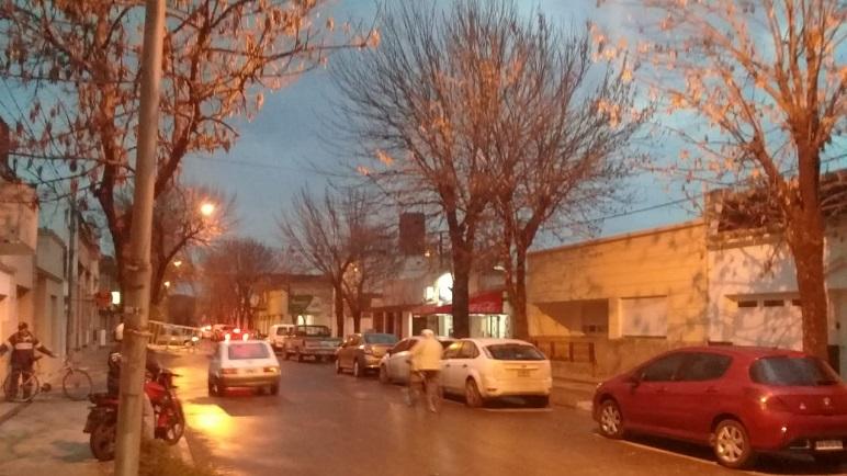 La ciudad oscureció por completo en la mitad de la tarde del martes.