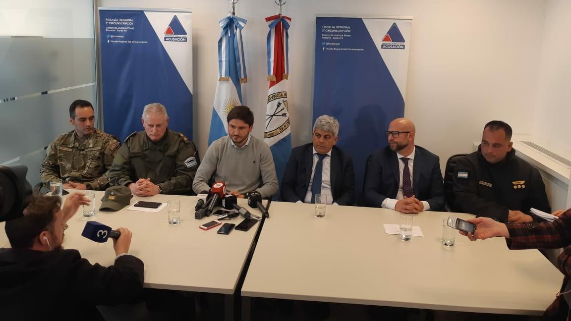 Las autoridades realizaron una breve conferencia al término de la redada.