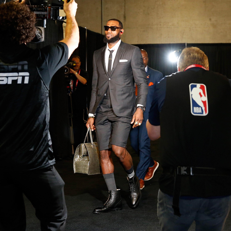 LeBron lució los trajes de Browne.