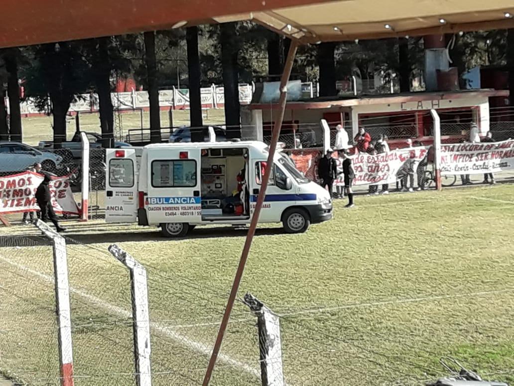La ambulancia trasladó a Jesús Núñez, capitán del Pulgón.