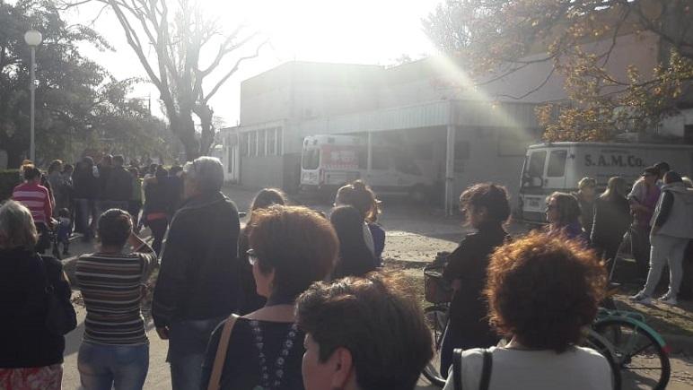 Ayer por la tarde, cientos de arequitenses pidieron la renuncia de los doctores.