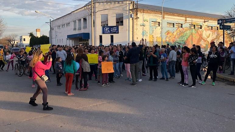 Unas 300 de personas acompañaron a la familia de Milena Sánchez.