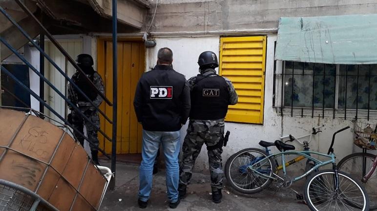 Como resultados de los allanamientos se detuvo a un joven en el Fonavi.