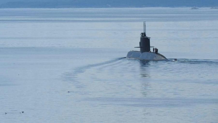 En el área de búsqueda hay 13 unidades navales y 10 aviones.