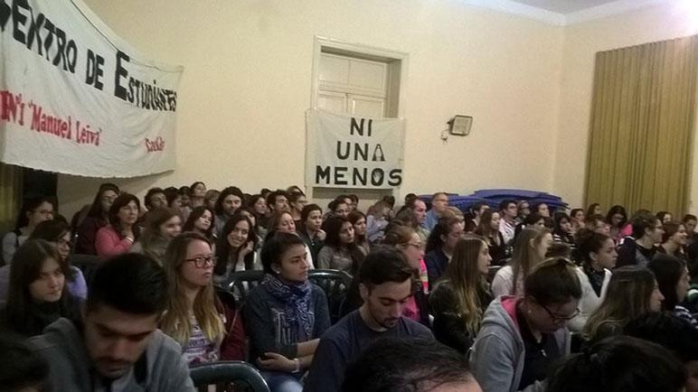 Ni Una Menos debatirá sobre la despenalización del aborto en la Escuela Manuel Leiva.