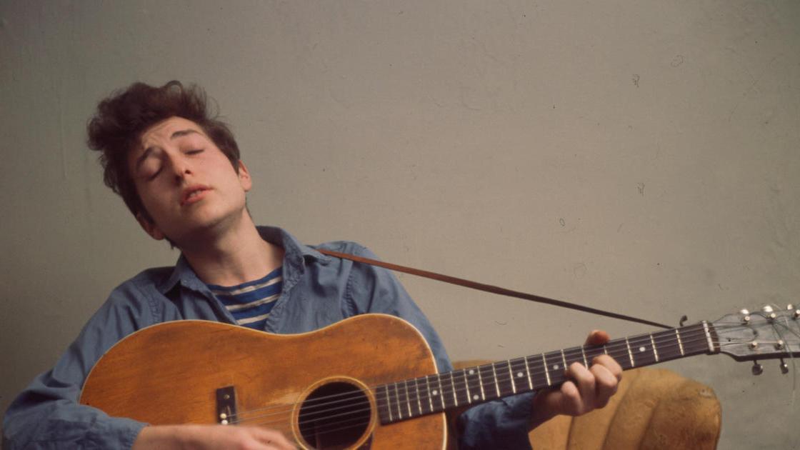 Una guitarra del cantautor subastada por medio millón