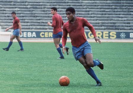 Idolo en el Benfica: hizo 473 goles en 440 partidos.