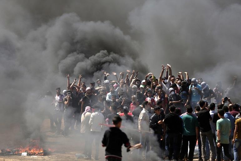 Gases lacrimógenos y disparos contra los manifestantes en la Franja de Gaza. Israel sostiene que son miembros del grupo terrorista Hamas.
