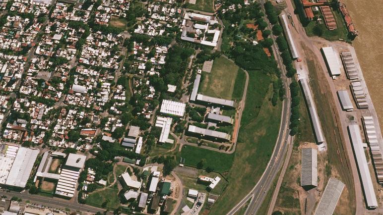 Vista aérea del CUR, cuyo entorno será intervenido y de donde algunos vecinos serán relocalizados.