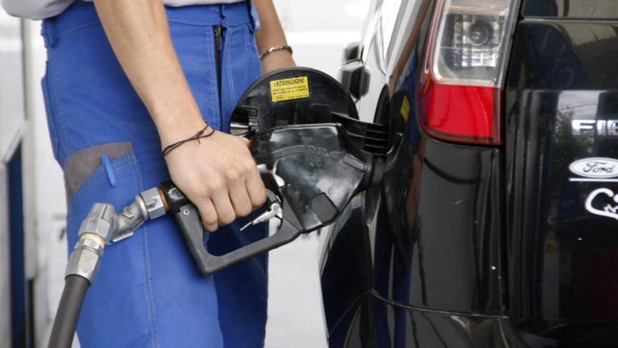 Con la desregulación, se desboca el precio de los combustibles.