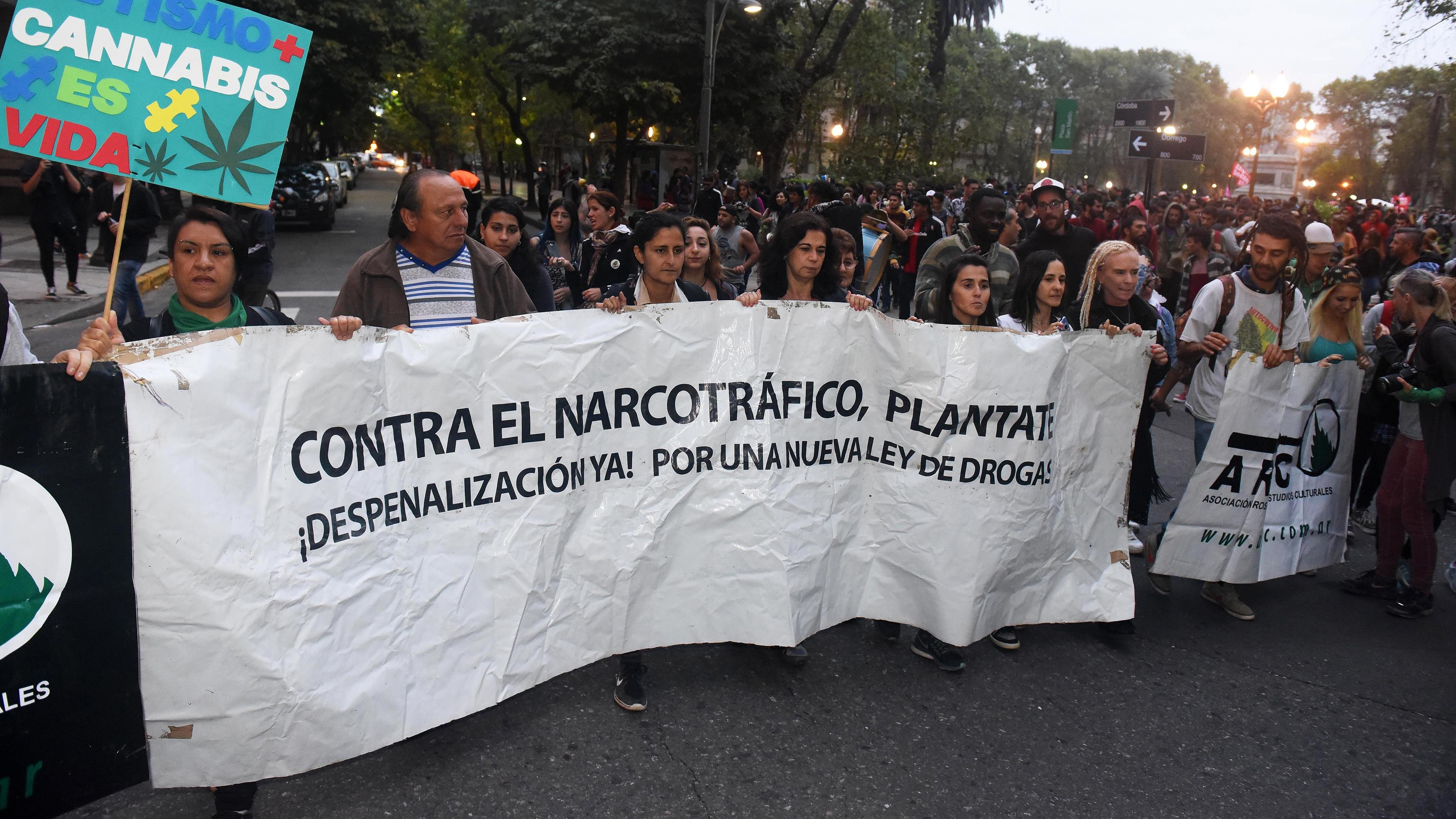 La movilización arrancó en la plaza San Martín. (Foto: Télam)