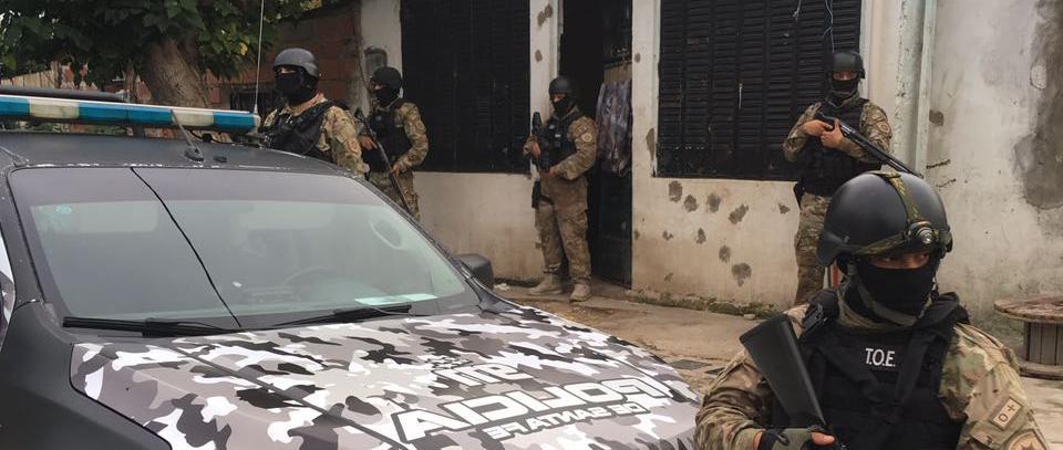 El mega operativo involucró a agentes federales y provinciales.