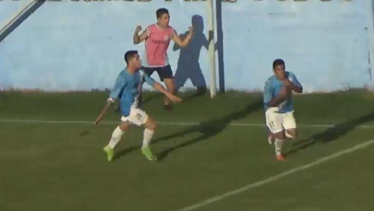 Un grito de corazón. Wilson corrió y se sacó la camiseta tras el gol.