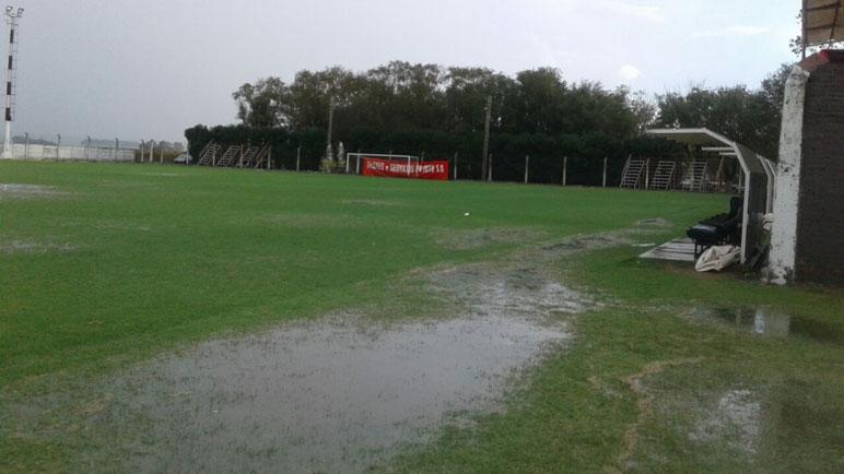 Se acumuló una gran cantidad de agua en la Villa Deportiva de Pujato.
