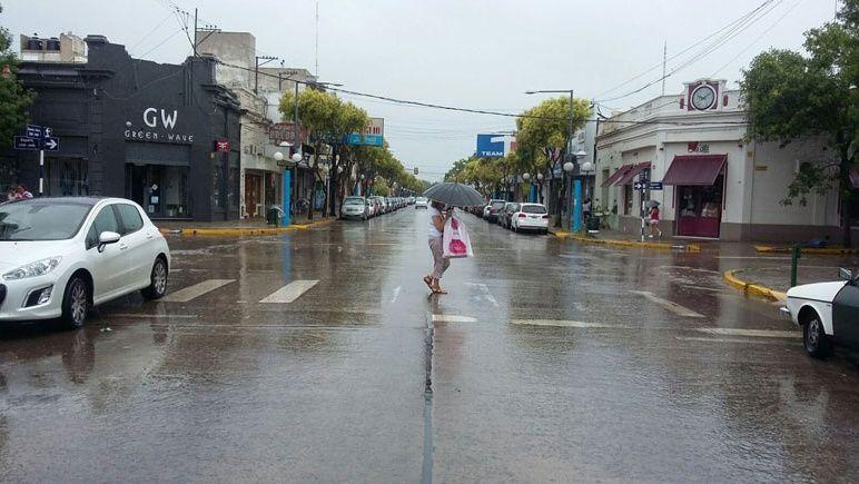 Se viene la lluvia otra vez a la región. Pero se anuncia poco cambio de temperatura.