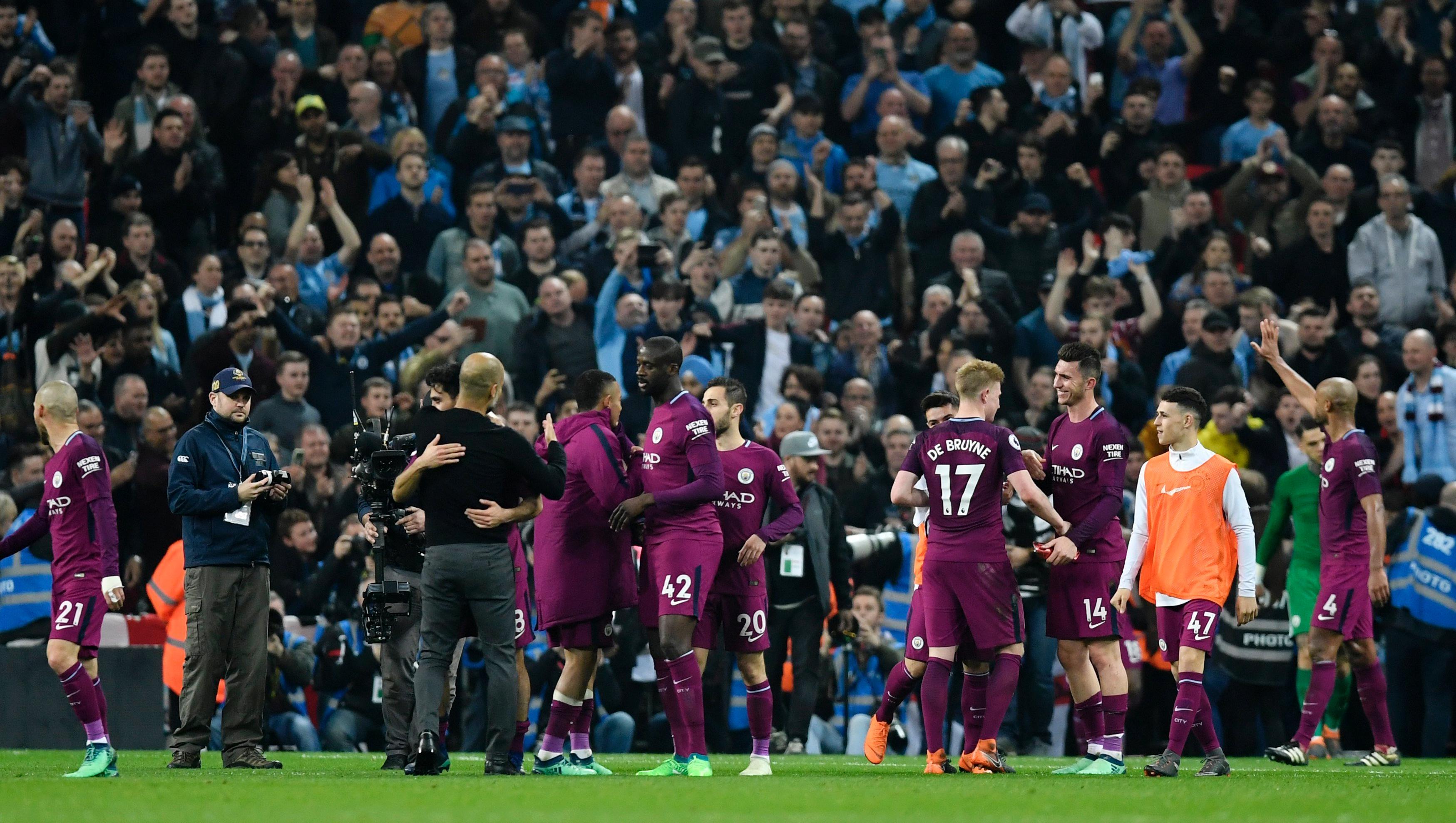El City ganó y esperó el tropezón de su clásico rival.